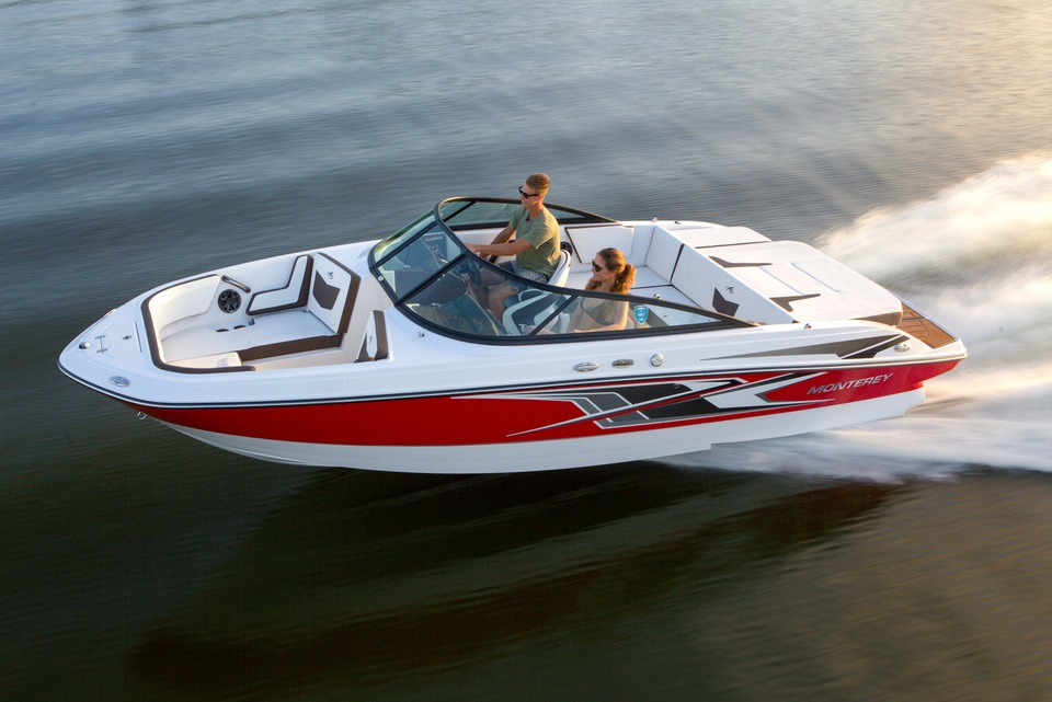 Bowriders: Outboard vs. Sterndrive