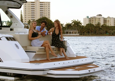 Bowriders: Outboard vs. Sterndrive