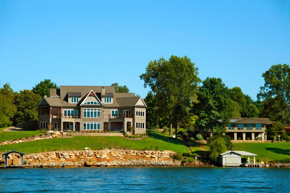 Why We Love Lakeside Cottages