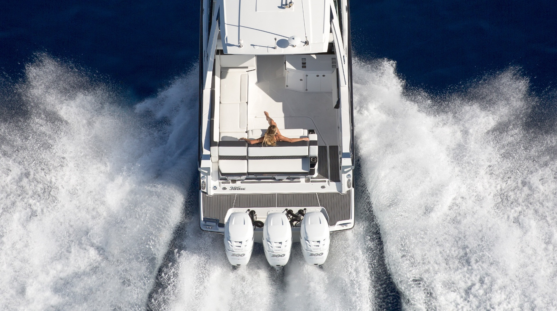 Outboard Series Monterey Boats